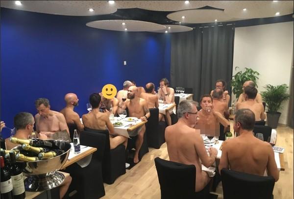▲▼法國首間裸體餐廳。(圖/翻攝自anpnaturiste75推特)