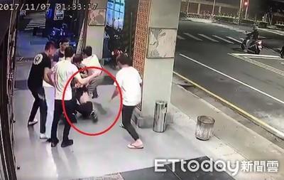 畫面曝光/鋼鐵爸員工被黑衣人痛毆扛走