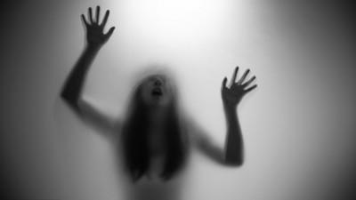 醒來在廁所洗娃娃…天真妹答應它的請求 一恍神差點被拖走