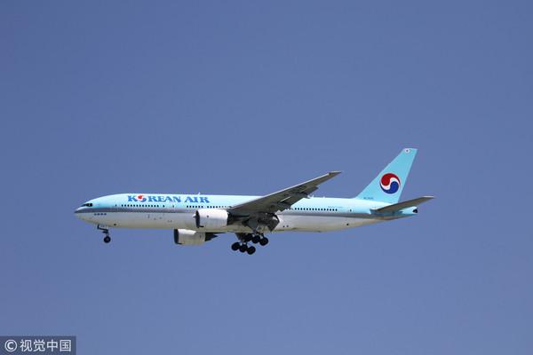 ▲一架大韓航空波音777班機行例行檢查時,發現一個機身零件不翼而發。(圖/CFP)