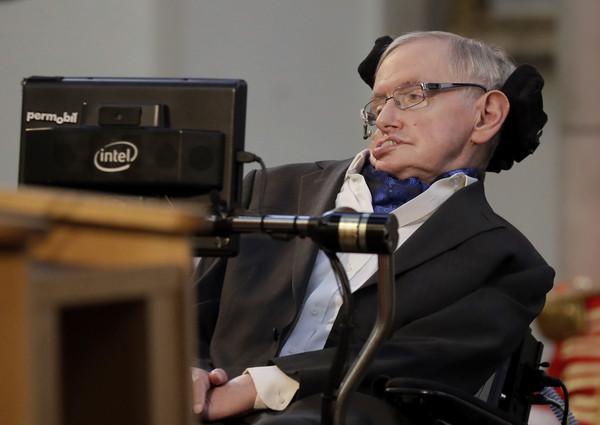 ▲▼英國著名物理學家與宇宙學家史蒂芬·霍金(Stephen Hawking)。(圖/達志影像/美聯社)