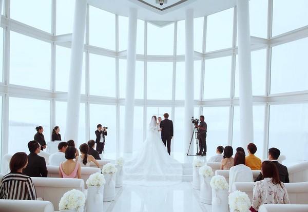 ▲小小瑜在美國教堂舉辦婚禮。(圖/取自小小瑜粉絲團)