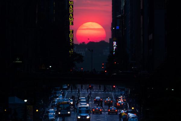 ▲▼曼哈頓42街「懸日」。(圖/達志影像/美聯社)