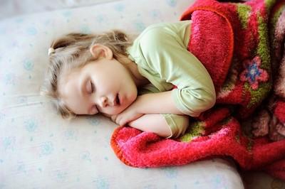 睡眠不足超傷眼!調查:睡不到9小時「近視風險增9倍」