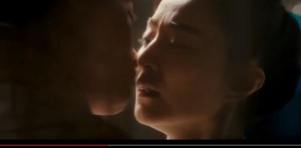 ▲范冰冰被強吻。(圖/翻攝自YouTube)