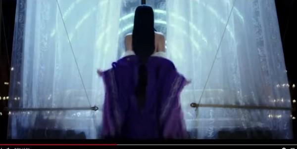 ▲繼《武媚娘》低胸吸睛,《贏天下》也出現脫衣裸背的鏡頭。(圖/翻攝自YouTube)