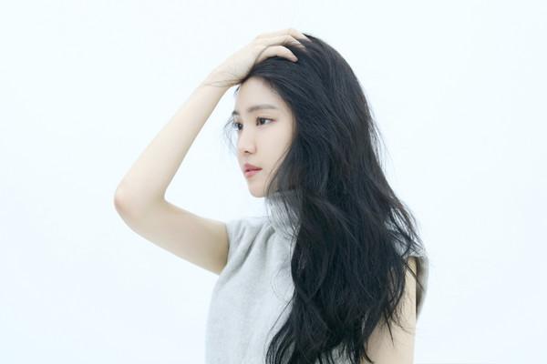 ▲娜恩登南韩杂志《BEAUTY+》封面。(图/翻摄自BEAUTY+ Korea)