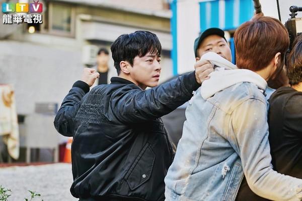 曹政奭在《我的鬼神搭檔》親自演繹武打戲,展現令人激賞的動作演技。(LTV提供)
