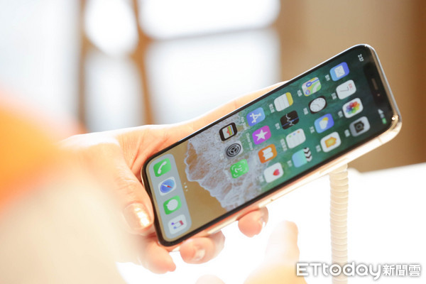 ▲iPhoneX,蘋果手機,智慧型手機,Face ID,臉部辨識。(圖/記者林世文攝)