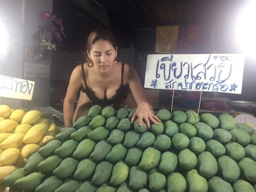 曼谷這家芒果攤爆貴,但客人從來不殺價…(圖/翻攝自IG)