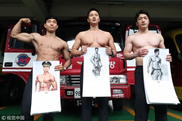 ▲▼韓國歐爸消防員半裸拍2018年曆。(圖/CFP)