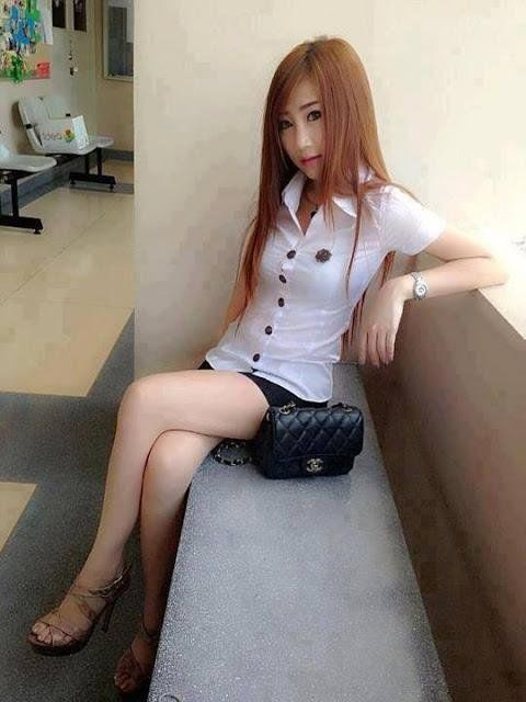 泰國女大學制服「邪惡開叉」,男同學看一眼就噴…連教授也淪陷(圖/翻攝自sidedish)