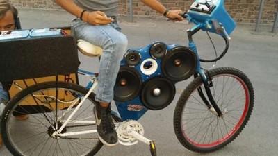 少年瘋拆坐墊!西西里島8+9狂改「大聲腳踏車」 叫破喉嚨尬音量