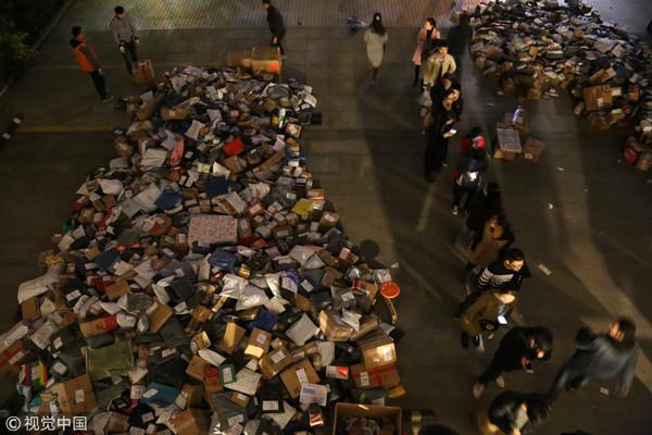 ▲大學生雙11買太多 快遞「爆倉」貨丟路上:領到天都黑了(圖/視覺中國)