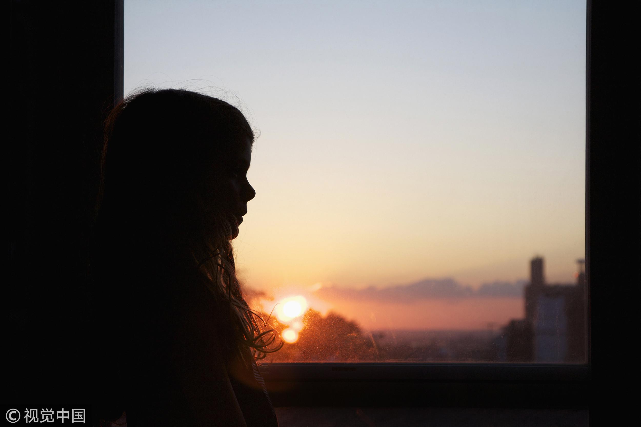 ▲▼女孩,陰影,侵害,性侵,害怕,恐懼,黑暗,孤獨,孤單。(圖/視覺中國)