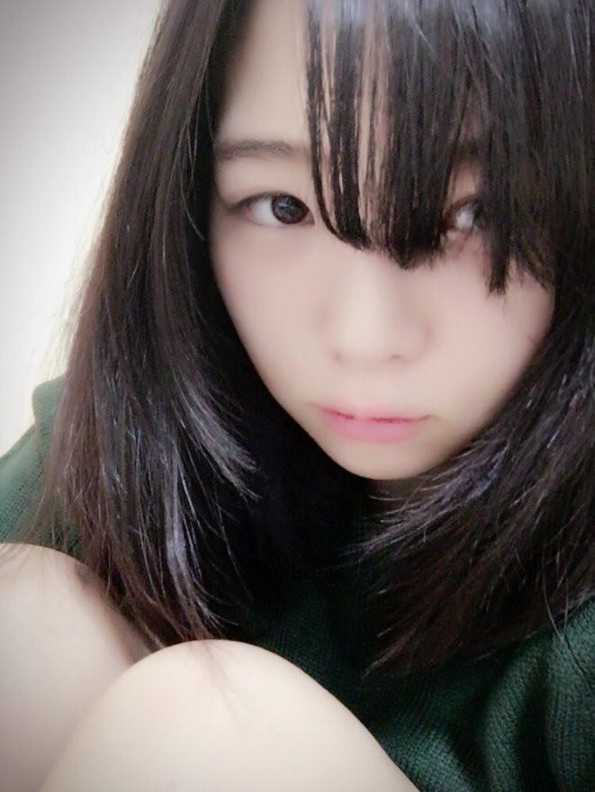 日本片商主打的18歲AV女優妃宮侑里。(圖/翻攝妃宮侑里推特)