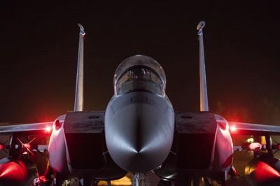 美軍F-15狂飆2.5馬赫「追日蝕」