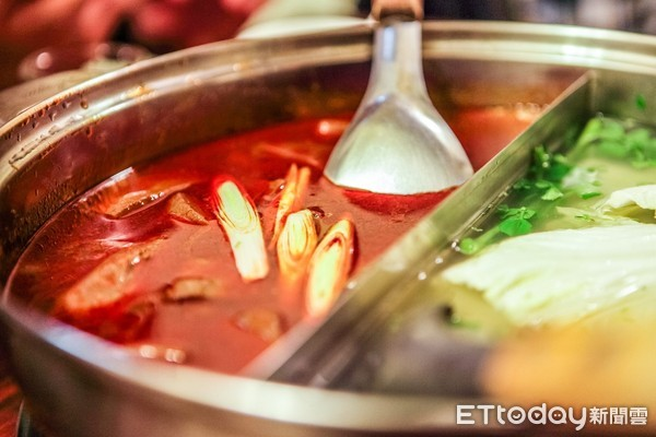 麻辣火鍋,鴛鴦鍋,火鍋料(圖/記者林世文攝)
