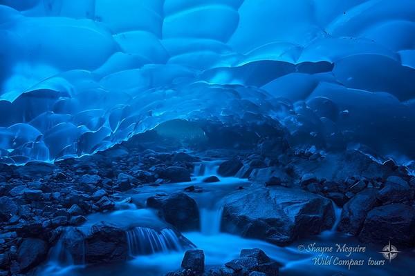 ▲▼謝恩.麥奎爾(Shayne McGuire)在美國阿拉斯加州門登霍爾冰河所拍攝的冰洞照片。(圖/翻攝自Shayne McGuire臉書)