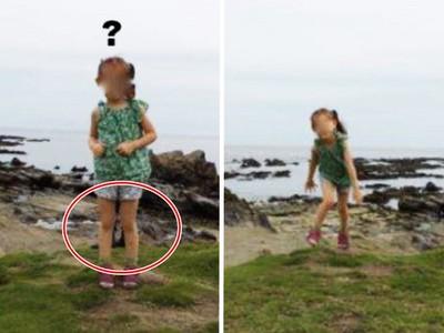 嚇!放大海邊踏青照‥女兒身後「半截男人腿」立正站好