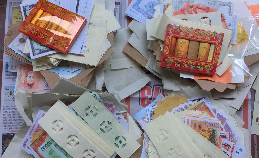 ▲▼銀紙、庫錢,多種不同的廣府式紙錢。紙錢又稱冥紙、冥錢、冥幣、陰司錢。(圖/翻攝自維基百科)