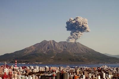 日本活火山動向 西之島正流熔岩