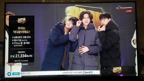 ▲Super Junior上電視購物台賣羽絨外套。(圖/翻攝自CJmall home shopping)