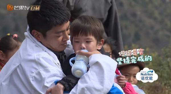 ▲▼Jasper、嗯哼拔河痛到哭。(圖/翻攝自YouTube/湖南衛視芒果TV官方頻道)