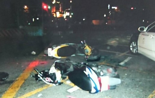 ▲又是「高雄式左轉」!2機車對撞,海軍下士搶救不治。(圖/警方照片翻攝)