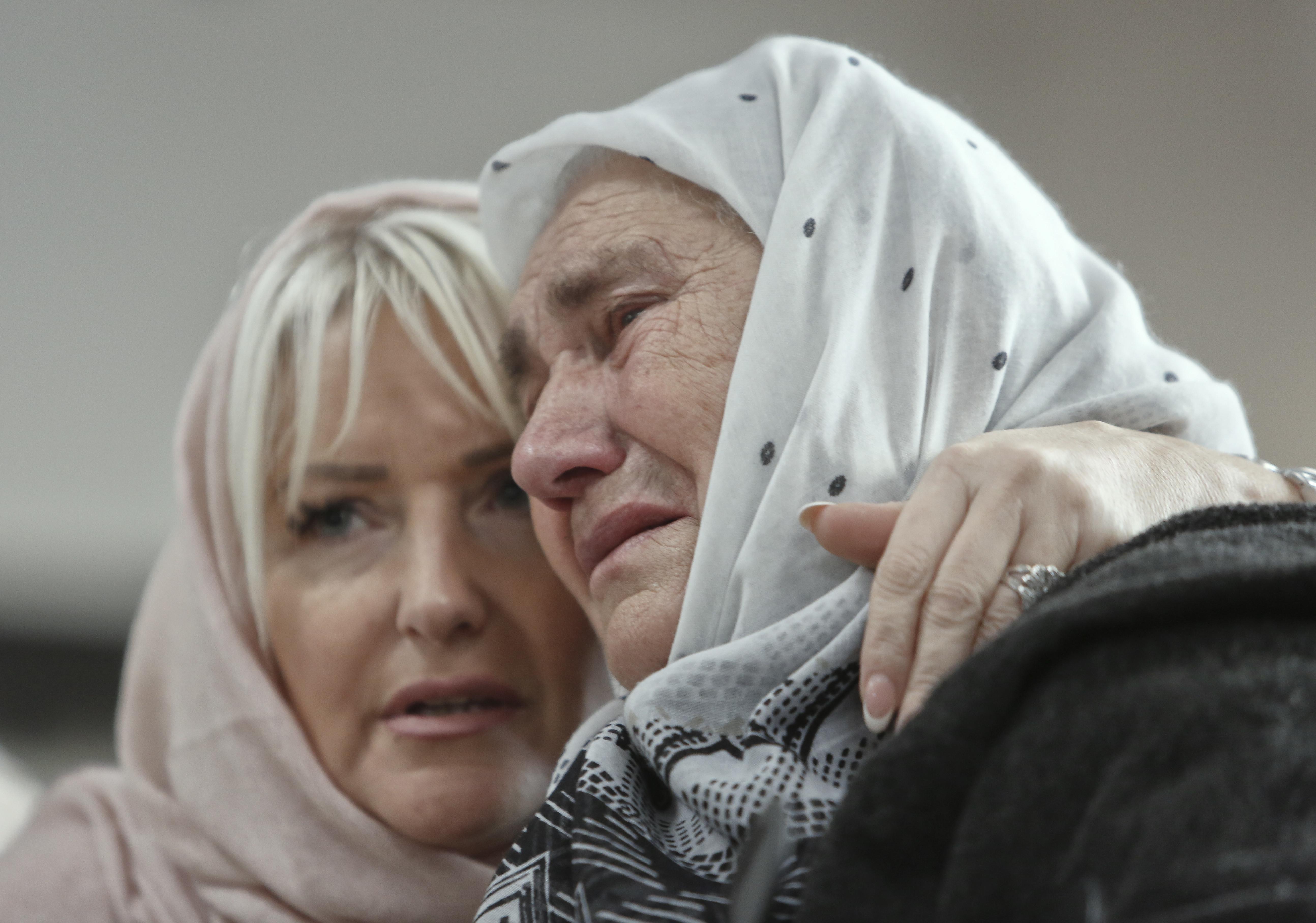 ▲▼ 出庭還比「讚」 屠殺8000名回教徒「波士尼亞屠夫」終身監禁。(圖/達志影像/美聯社)