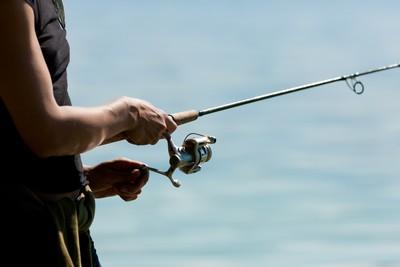 釣客:我在釣自己 他驚見腫脹浮屍