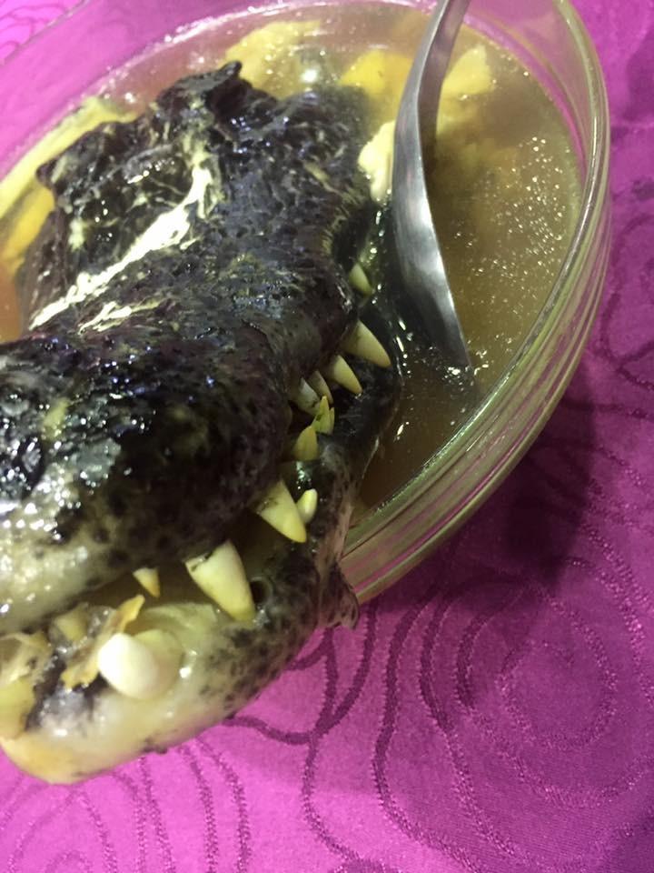 ▲喜宴吃到「恐龍」。(圖/翻攝自爆料公社粉絲團,下同)