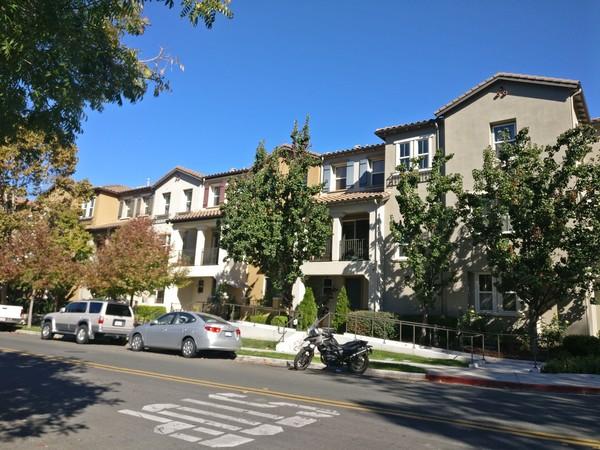 ▲▼現在是矽谷前所未有的賣房好時機,僅管學區不好或靠近高速公路等嫌惡設施,只要屋況佳,依然都有人投標搶房。(圖/簡明葳提供)
