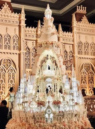 ▲▼15人團隊用30天做出5公尺大蛋糕。(圖/臉書/LeNovelle Cake)