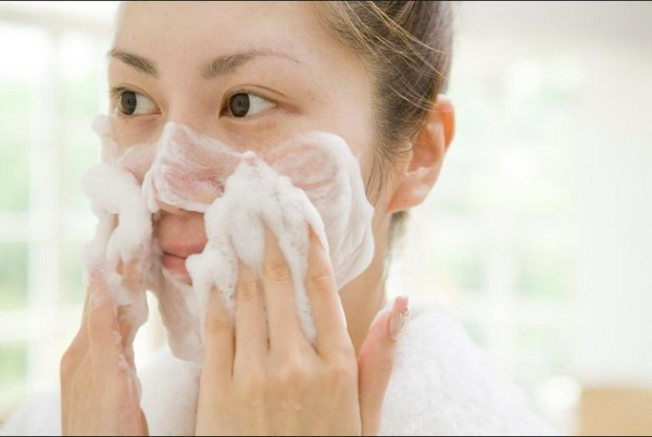 ▲冬天洗脸技巧。(图/翻摄自Boldsky)
