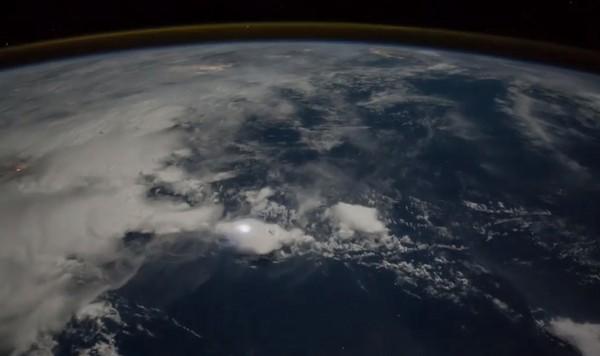 ▲▼  有片/NASA空拍亞太閃電!美美的台灣入鏡..西半邊燈火超搶眼(圖/翻攝自NASA Astronaut Randy
