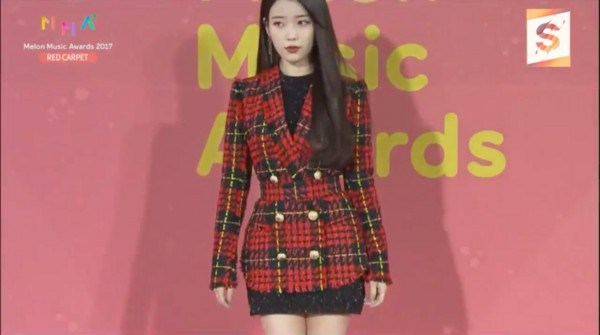 ▲2017MMA(MelOn Music Awards)紅毯IU。(圖/翻攝自MBC)