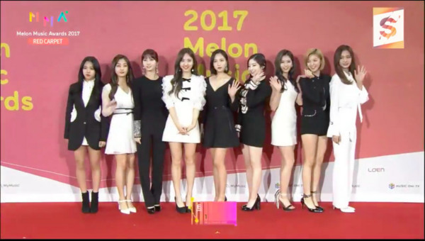 ▲2017MMA(MelOn Music Awards)紅毯TWICE。(圖/翻攝自MBC)