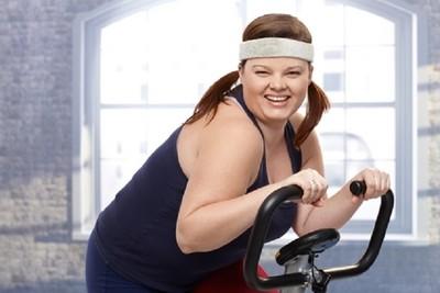 胖子運動必備「藏字T恤」 字浮出現才能回家