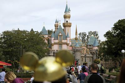 疫情重創 迪士尼明年上半年擬裁員3.2萬人