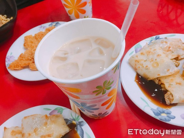 ▲早餐店,大冰奶,冰奶茶,奶茶,蛋餅,早餐。(示意圖/記者許力方攝)