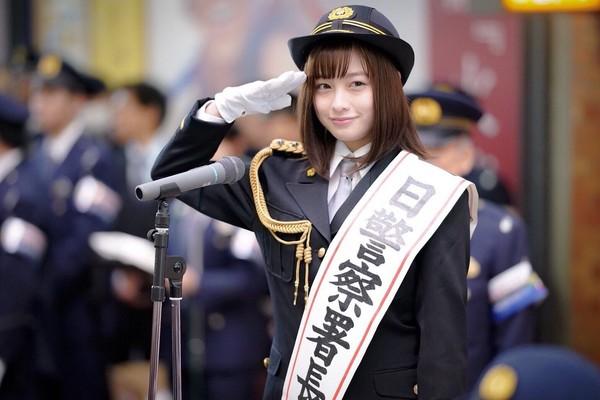 ▲橋本環奈換上署長裝宣導跨年警備活動。(圖/翻攝自橋本環奈推特)