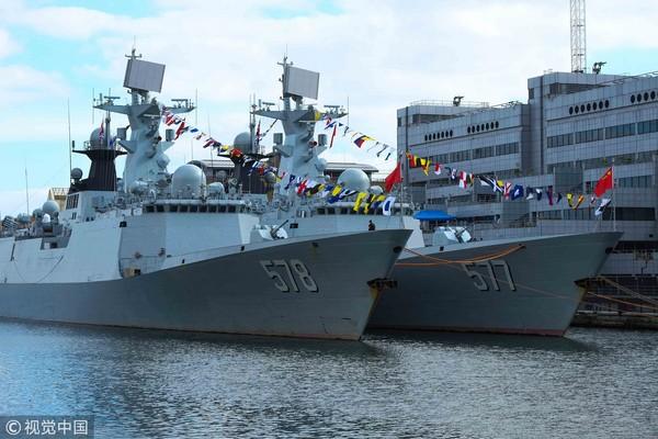 ▲▼ 據日本防衞省資料顯示,這三艘軍艦海軍是054A飛彈巡防艦揚州號(578)、黃岡號(577),遠洋綜合補給艦高郵湖號(966)。香港媒體稱,這3艘軍艦屬於解放軍海軍第26批護航編隊,今年10月初曾到訪英國倫敦。(圖/視覺中國CFP)