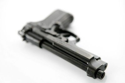 2歲娃撿到散彈槍 竟拿起爆頭4歲姐