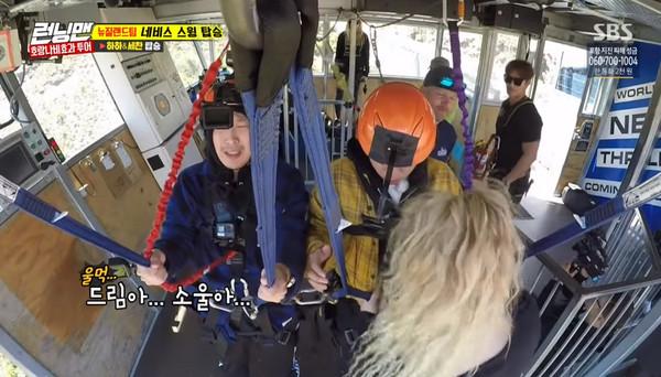 ▲HAHA在《Running Man》挑戰納維斯峽谷鞦韆(Nevis Swing)。(圖/翻攝自YouTube SBS Running Man)
