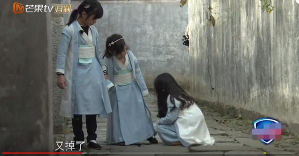▲▼小山竹幫小泡芙提鞋全被剪光(圖/翻攝自YouTube)