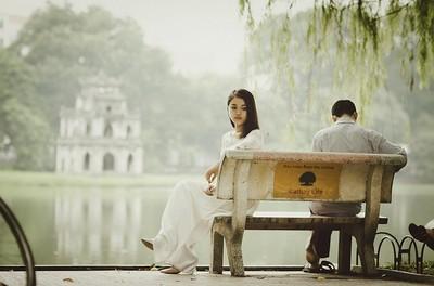 池邊求婚超浪漫!跪下後「比悲傷更悲傷」