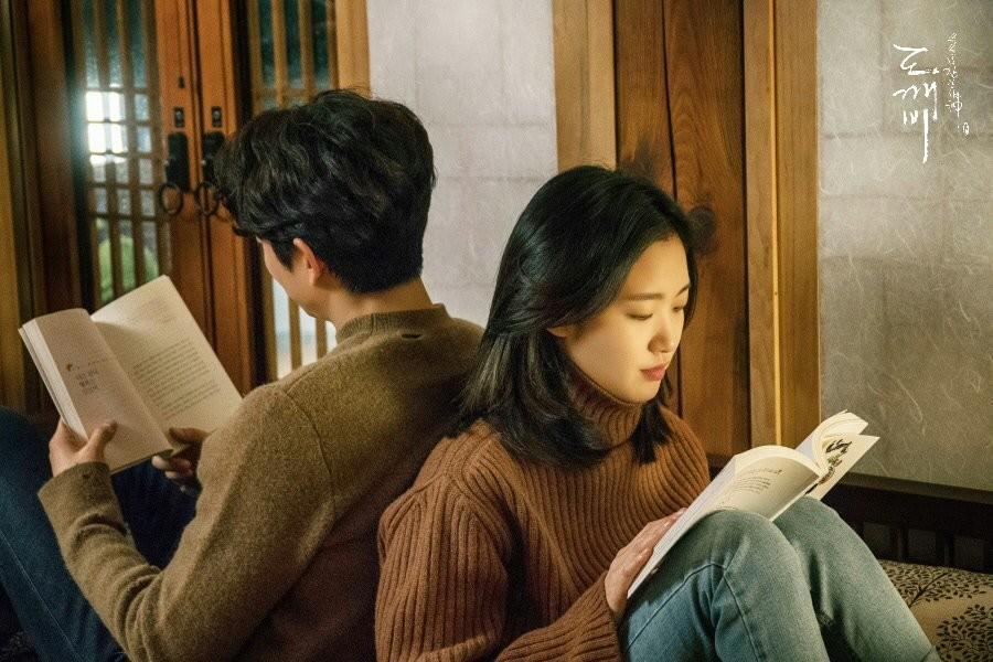 ▲閱讀。(圖/韓劇《孤單又燦爛的神-鬼怪》劇照)