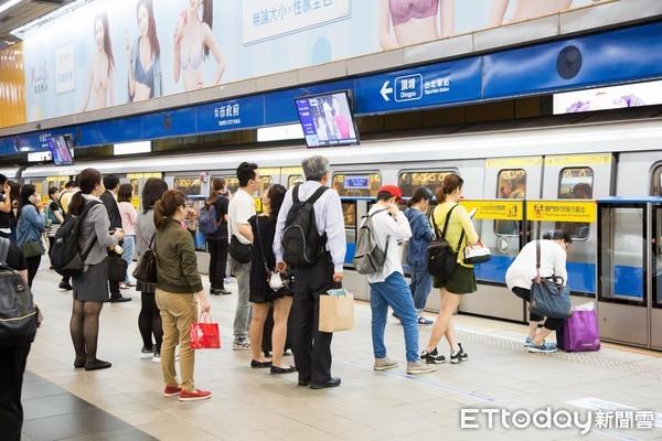 ▲▼台北捷運,通勤族,上下班通勤,上下學通勤,旅客,市政府站,板南線。(圖/記者季相儒攝)