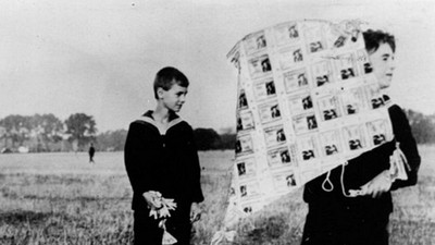 2000萬不心疼!德國阿嬤「燒鈔票煮馬鈴薯」窗外飛過風箏也是錢